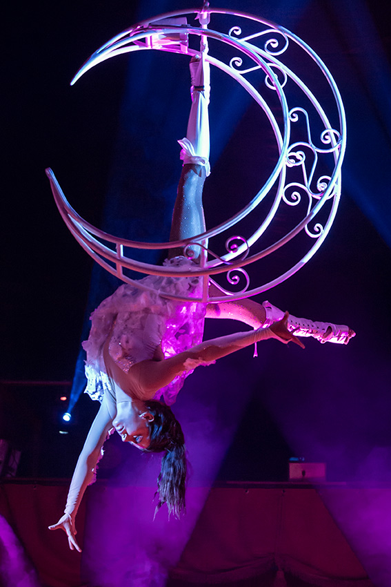 Aerial acrobatics in the Magic Circus
