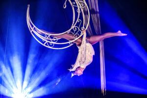 Luchtacrobatiek in het Magic Circus 2021